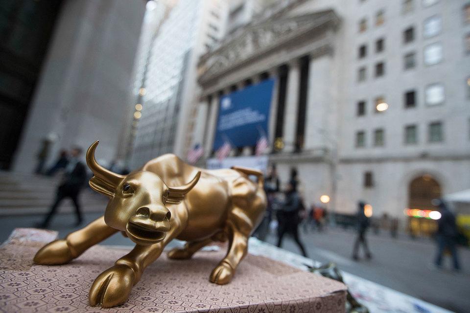Бонусы банкиров Уолл-стрит сокращаются второй год подряд вместе с прибылью банков