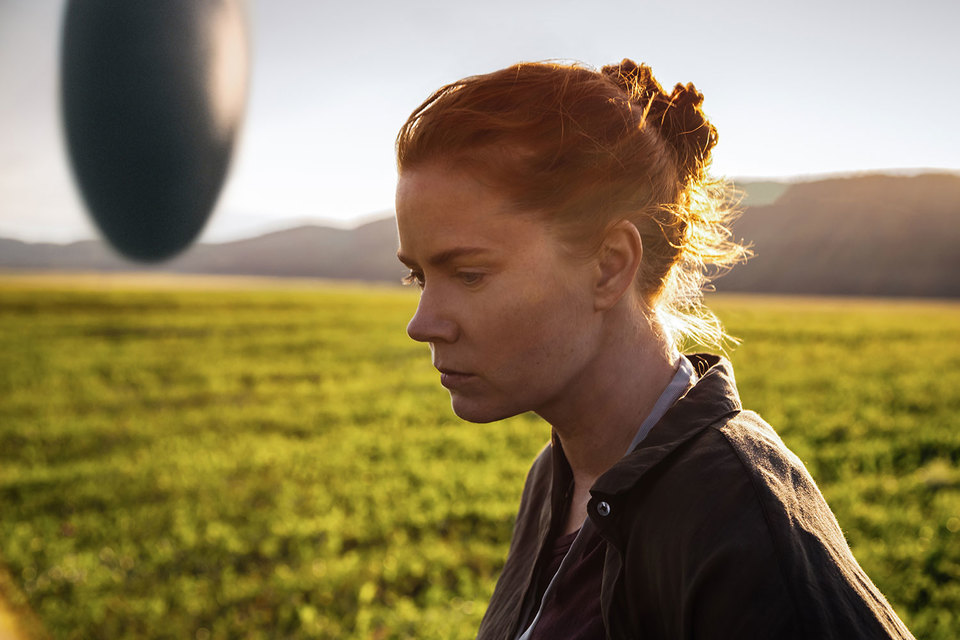 Героиня Эми Адамс учится думать, как пришельцы