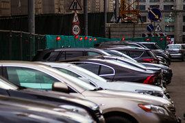 В МАДИ считают, что минувшим летом ситуация на уличных парковках в пределах Бульварного кольца была близка к критической
