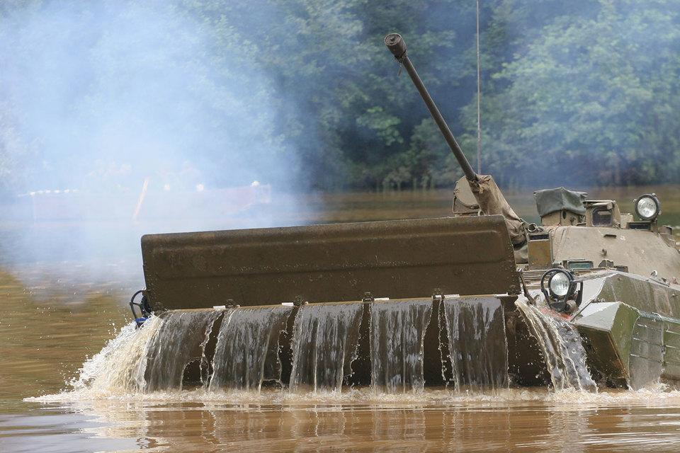 По словам человека, близкого к руководству «Рособоронэкспорта», Т-90СМ (новейшая глубокая модернизация танка Т-90) проходил испытания в Индии и решение, очевидно, принято по их итогам