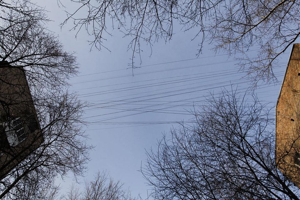Что делать с воздушными линиями связи, московские чиновники обсуждают не первый год