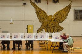 Американские избиратели проголосовали не так, как предсказывало большинство политологов и социологов