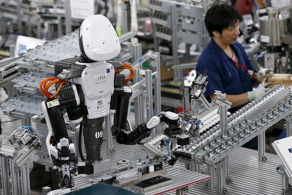 Коботы могут в буквальном смысле работать рука об руку с людьми