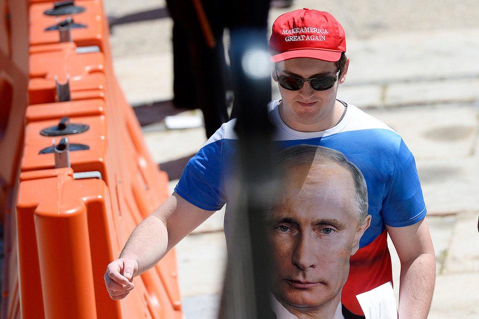Киев получил тревожный звонок летом, когда Трамп намекнул, что может признать претензии России на Крым