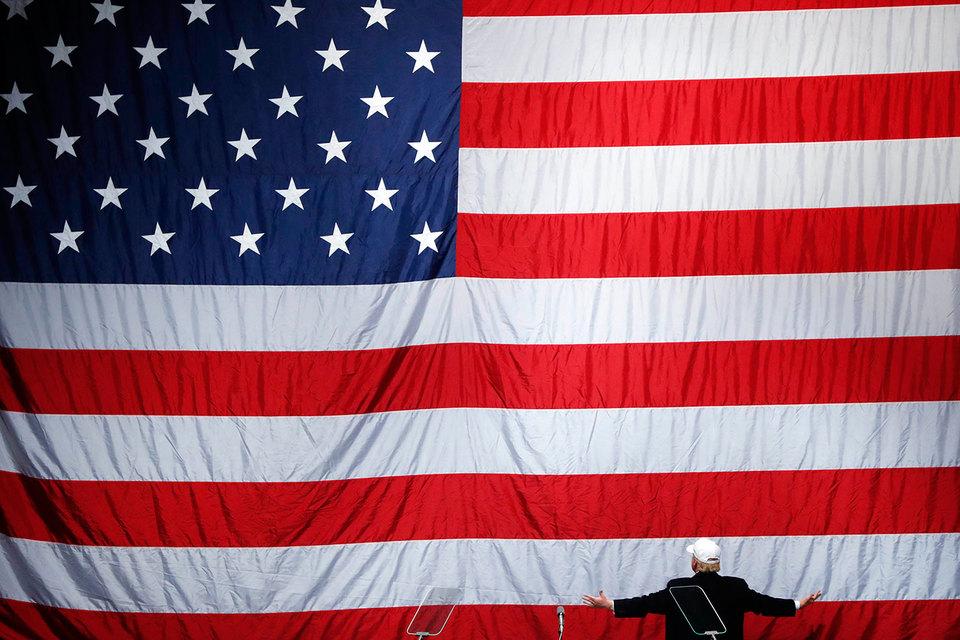 По результатам голосования во вторник Трамп получил более 279 голосов выборщиков, гарантировав себе победу на выборах президента США