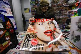 За последние три года рекламные доходы журналов сократились вдвое