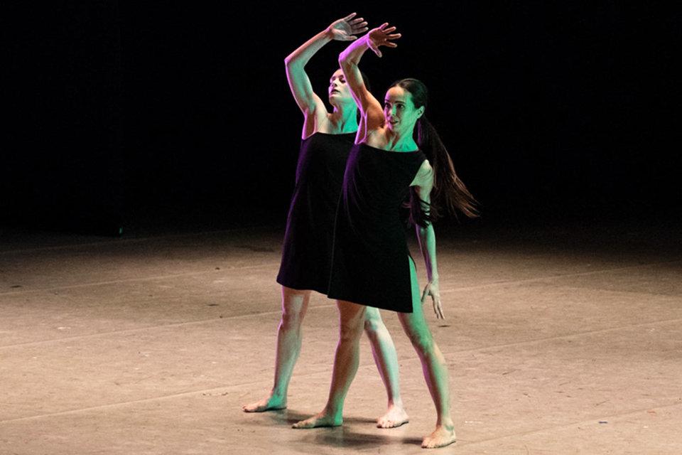 Шеф Парижской оперы Орели Дюпон (слева) и хозяйка фестиваля Диана Вишнева совместно освоили искусство танца гага