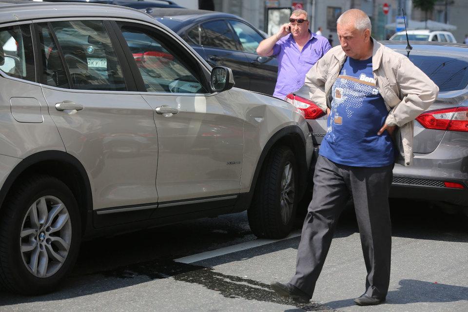 Сейчас автовладельцы могут оформить ДТП по европротоколу, если вред причинен только двум автомобилям, оба их водителя застрахованы по ОСАГО и у них нет разногласий по поводу обстоятельств аварии, характера и перечня нанесенных повреждений