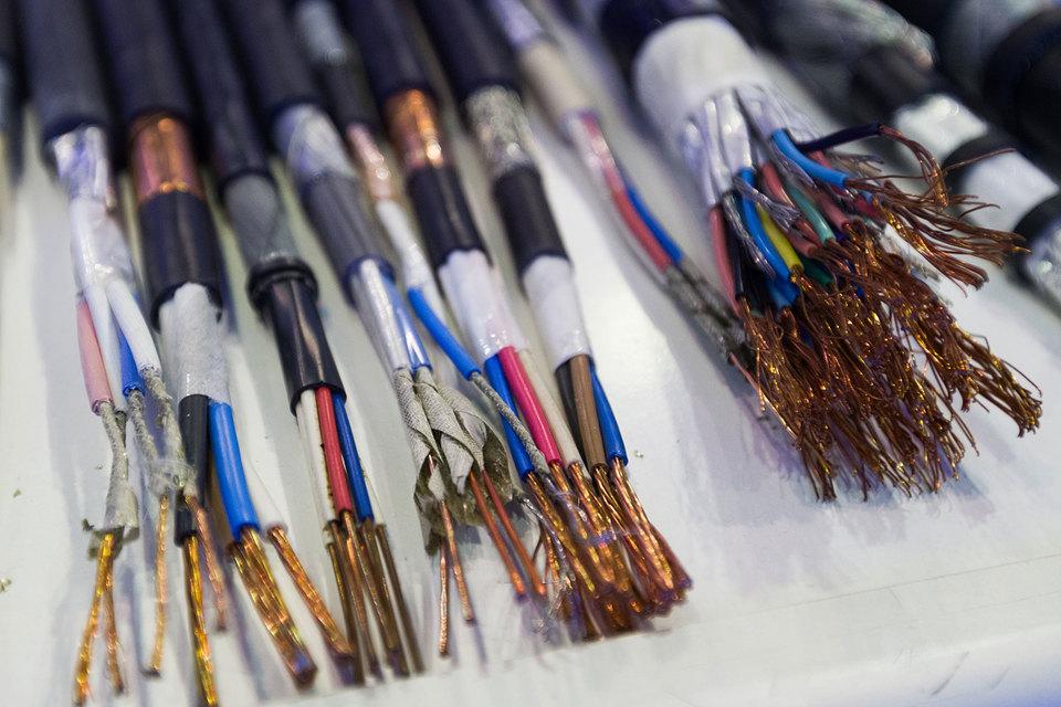 Из-за хищения кабеля и запчастей к оборудованию потери российских федеральных операторов составляют сотни миллионов рублей в год, сетуют сотрудники двух таких компаний