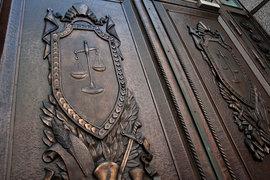Верховный суд обяжет судей проверять сообщения о выбивании показаний у обвиняемых и запретит переписывать обвинительное заключение