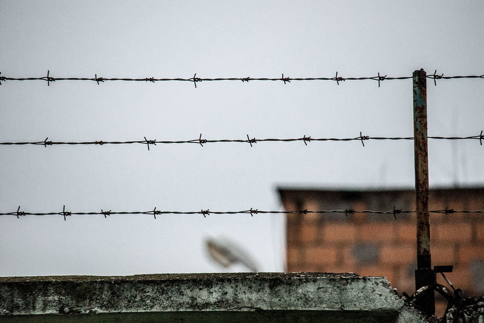 Количество заключенных на 100 000 человек в России втрое выше среднемирового значения и в полтора-два раза выше, чем в странах бывшего СССР