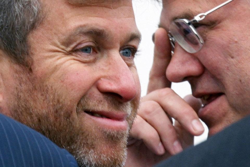 Роману Абрамовичу (слева) нравится инвестировать вместе с Александром Абрамовым (справа)