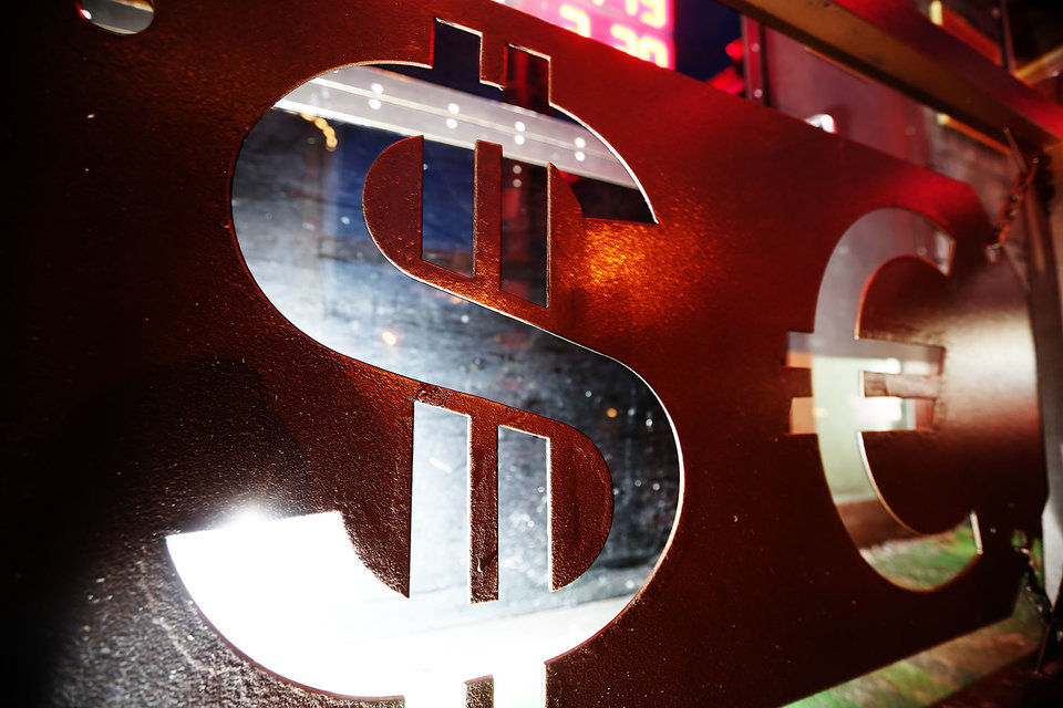 Доллар пошел на обгон