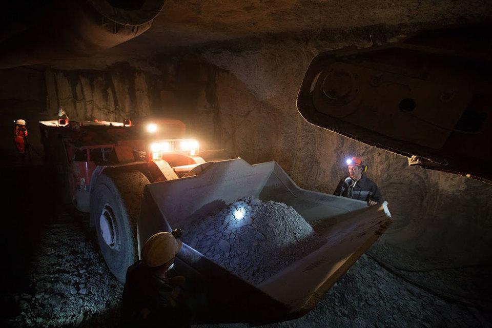 Запасы «Алросы» и «Норникеля» на работающих месторождениях снижаются, компании активно инвестируют в геологоразведку