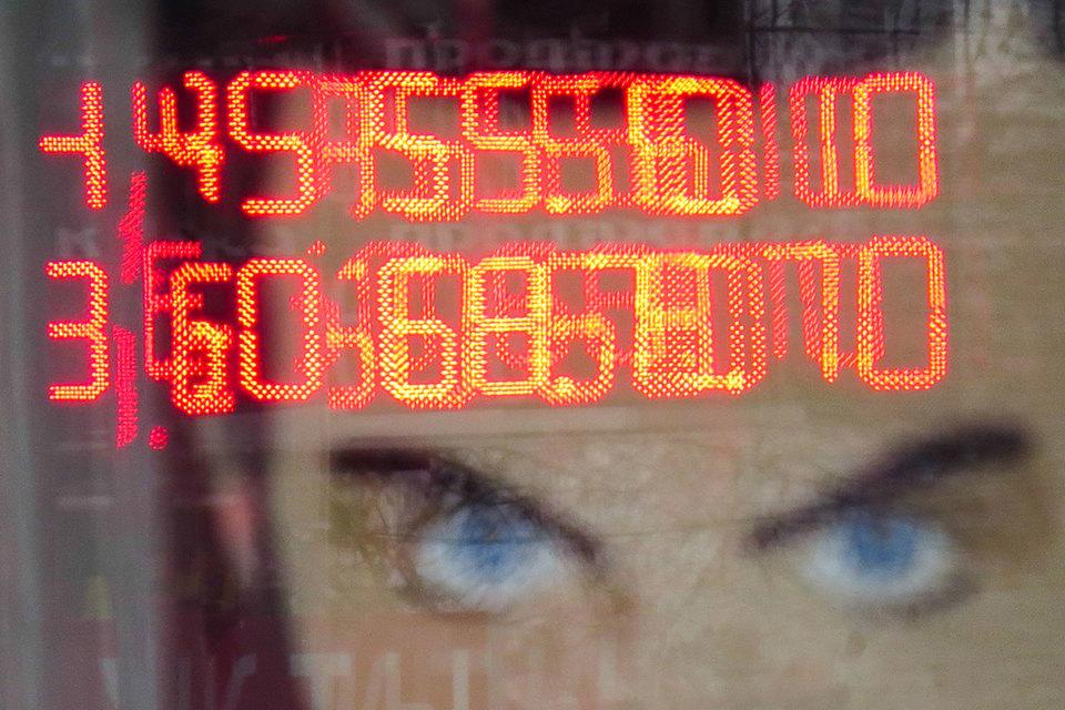 Ежегодно российские вкладчики зарубежных банков должны отчитываться перед российскими налоговиками