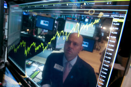 На финансовых рынках США эйфория: инвесторы скупают акции, поверив в обещания избранного президента Дональда Трампа, и распродают бонды в ожидании роста инфляции