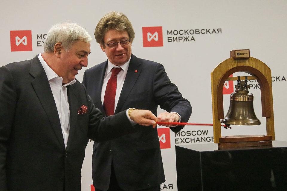 Предправления Московской биржи Александр Афанасьев (слева) и основной владелец «Русснефти» Михаил Гуцериев