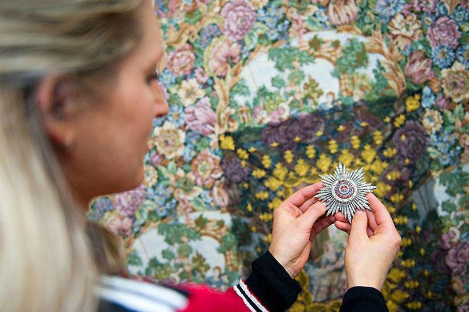 Один из топ-лотов аукциона - украшенная бриллиантами редкая звезда ордена Святой Екатерины первой степени (около 1908 г.)