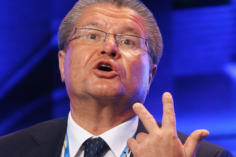 По словам одного из источников Reuters, Улюкаев продвигал идею снизить долю государства в «Роснефти» до уровня ниже 50%
