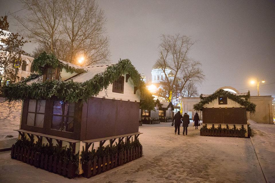 На месте снесенных павильонов у метро «Кропоткинская» поставили киоски