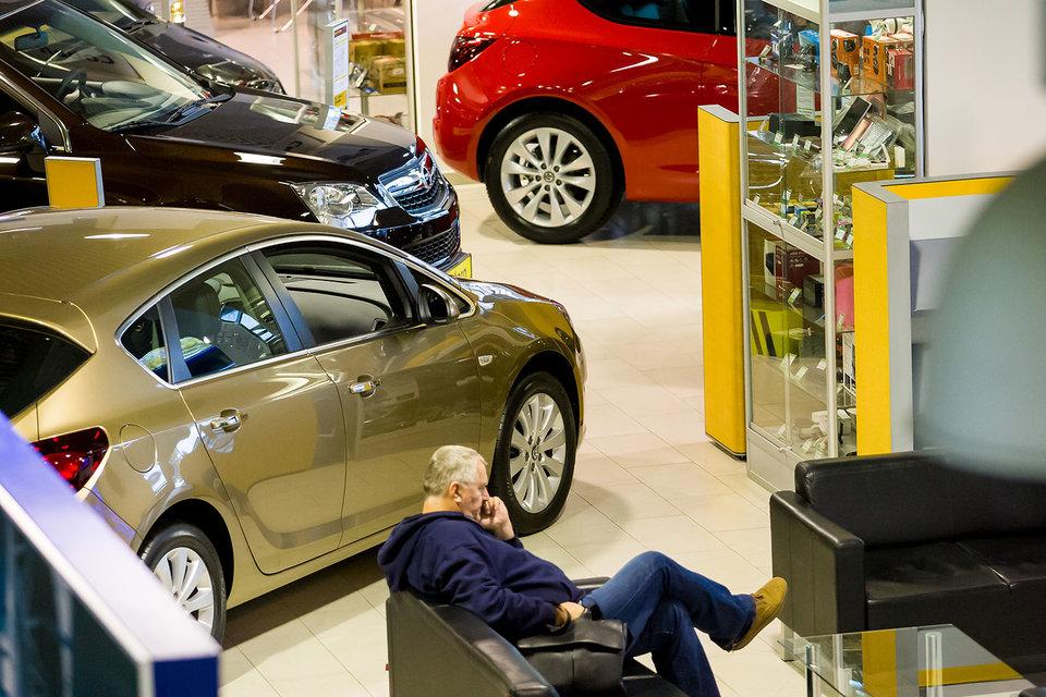 Продажи автомобилей в Санкт-Петербурге в октябре упали всего на 0,3%