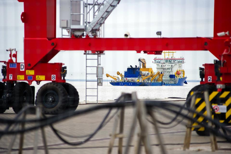 Партнер Alibaba хочет в порт