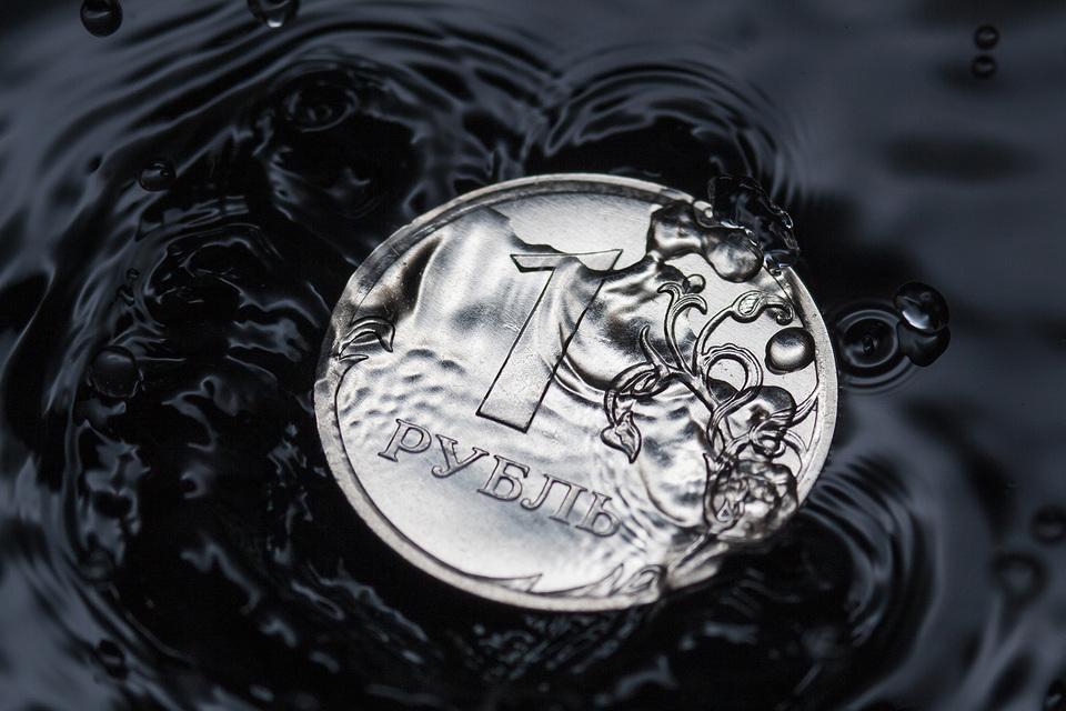 Рубль не угнался за нефтью