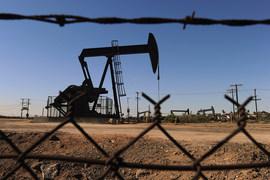 Добычу нефти лучше снижать на зрелых месторождениях