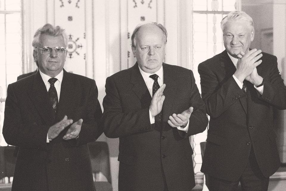 Леонид Кравчук, Станислав Шушкевич и Борис Ельцин  после подписания Беловежских соглашений