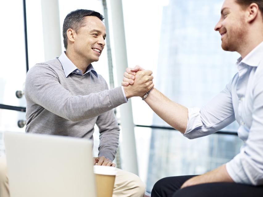 В основе программы развития и мотивации сотрудников зарплатных компаний лежит бизнес-модель Revenue Sharing: Альфа-Банк делится доходами от зарплатного проекта со своими клиентами