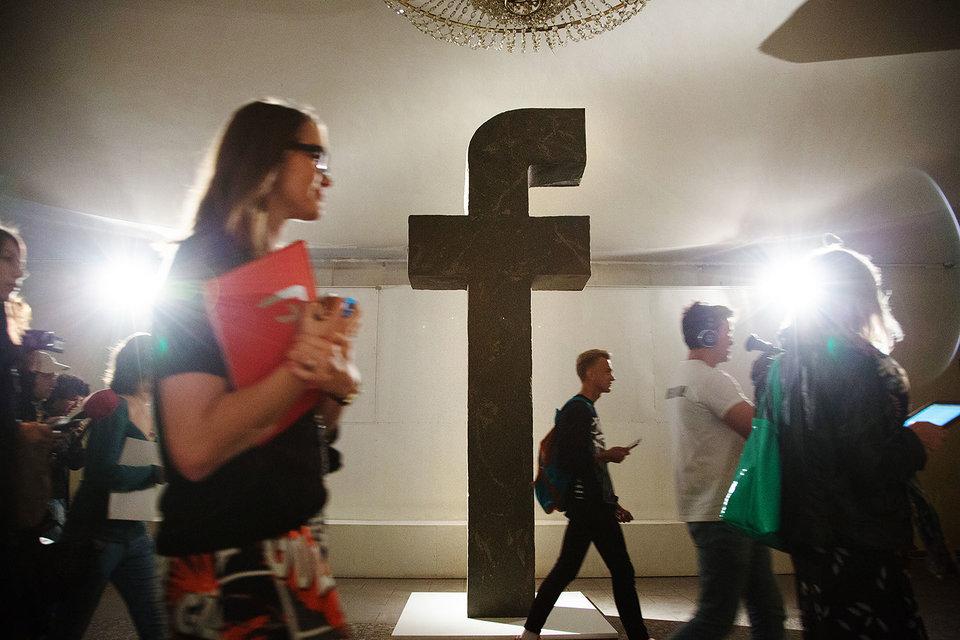 Акционеры Facebook подали иск против компании