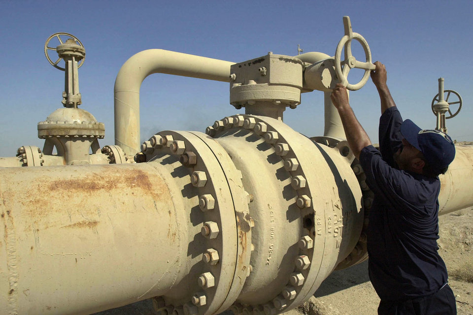 ОПЕК еще 30 ноября впервые за восемь лет договорилась сократить нефтедобычу на 1,2 млн барр.