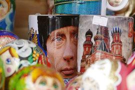 Отношение к президенту Владимиру Путину ухудшилось у трети россиян, но альтернативы ему они не видят, выяснили социологи