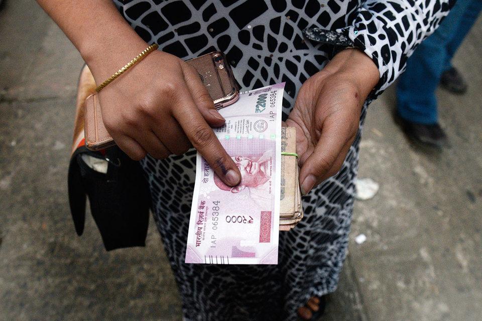 По вкладам свыше 250 000 рупий ($3750) банки будут передавать данные в налоговую службу для сверки с декларациями