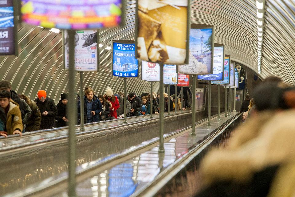 Условия конкурса на размещение рекламы в петербургском метро надо изменить