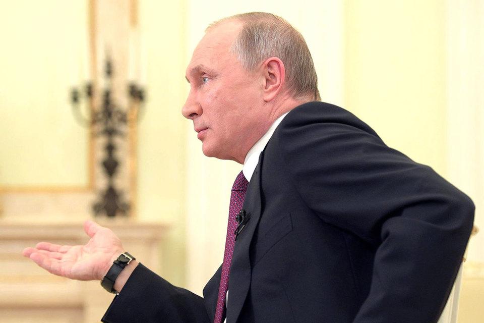 Россия готова к нормализации отношений, сказал в интервью японским журналистам накануне визита Путин, назвав отсутствие мирного договора анахронизмом