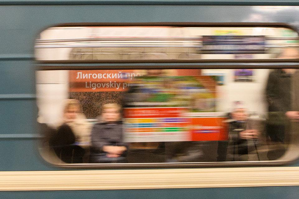 Антимонопольная служба требует изменить условия конкурса на размещение рекламы в метро. Тогда вместо пяти операторов в нем смогут участвовать 20