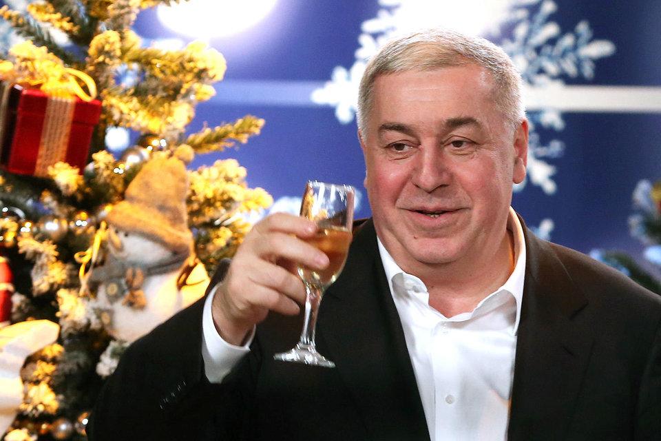 Михаил Гуцериев в ближайшее время соберет крупнейшую компанию, торгующую бытовой техникой  и электроникой