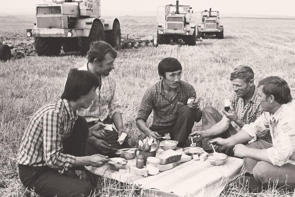 В отличие от Китая СССР не смог начать экономическую реформу срадикальной деколлективизации сельского хозяйства