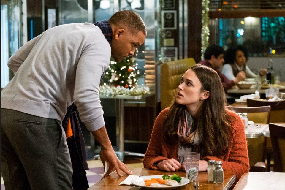 Партнерша Уилла Смита (слева) Кира Найтли обычно играет приятных женщин, здесь же – саму Любовь
