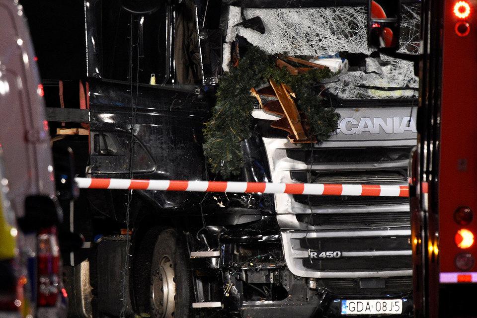Следствие пока считает, что водитель фуры намеренно направил ее в толпу людей на рождественской ярмарке