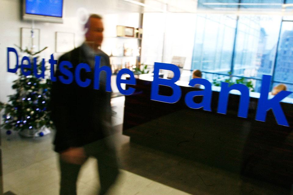 Трейдер Deutsche Bank заработал на манипулировании акциями более 255 млн руб.