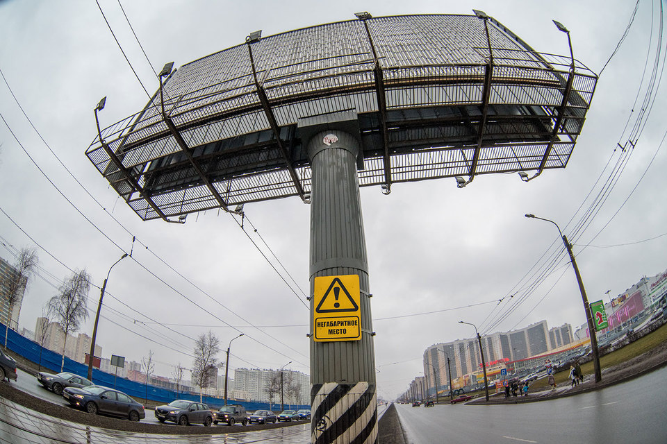 УФАС по Петербургу планирует лишить Городской центр размещения рекламы права заключать контракты на установку рекламных конструкций