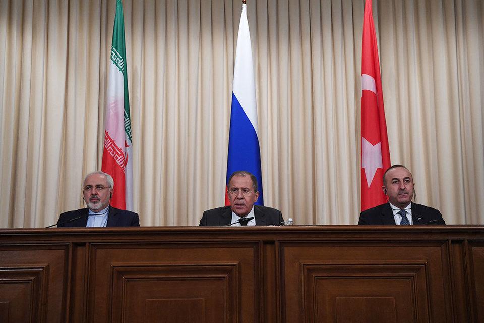 Одновременно в Москве прошли переговоры министров обороны трех стран, но они отдельной декларации не принимали