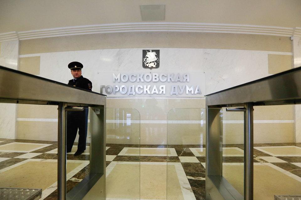 Московским депутатам запретят свободно общаться с народом