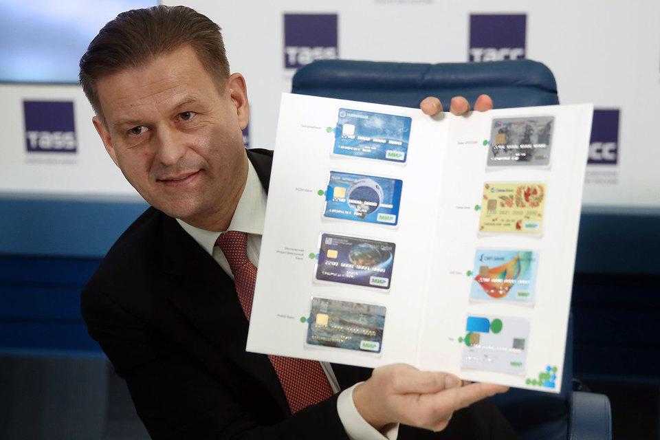 Гендиректор НСПК Владимир Комлев, похоже, не ошибся в прогнозе числа своих карт