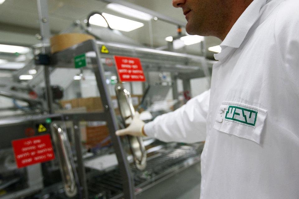О том, что Teva выплатит $519 млн для урегулирования обвинений во взяточничестве, сообщила Комиссия США по ценным бумагам и биржам