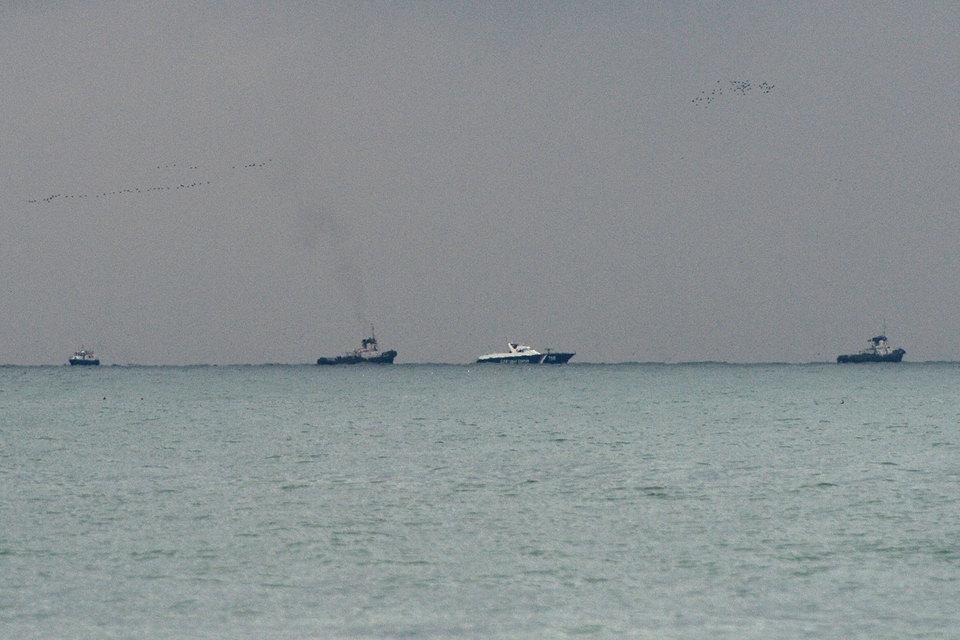 Поисково-спасательные работы у побережья Черного моря, где потерпел крушение самолет Минобороны