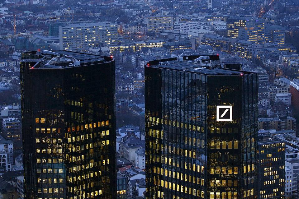 Deutsche Bank и Credit Suisse заплатят $12,5 млрд по мировому соглашению с минюстом США, обвинявшим их в нарушениях при продаже ипотечных инструментов перед кризисом 2008 г.
