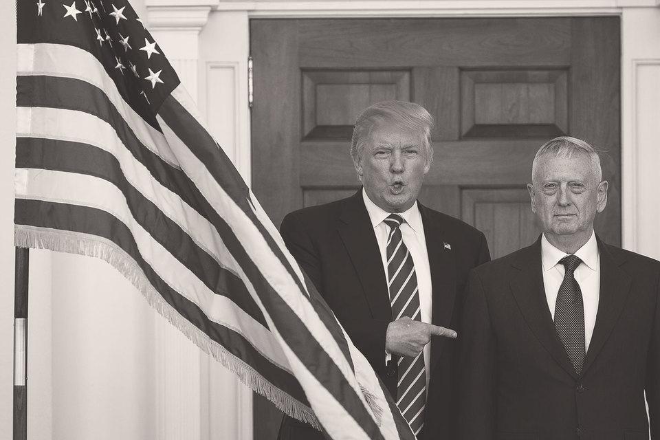 Один из многих приходящих в администрацию Трампа генералов –Джеймс Мэттис (справа) должен возглавить Пентагон
